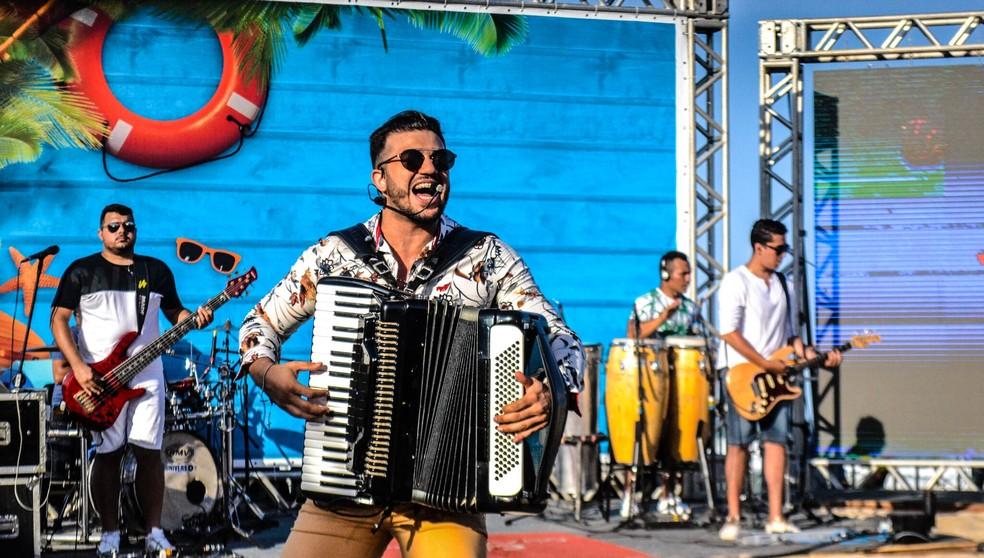 """Cantor Giannini Alencar está fazendo sucesso com a música """"Levanta a cabeça princesa"""" (Foto: Divulgação )"""