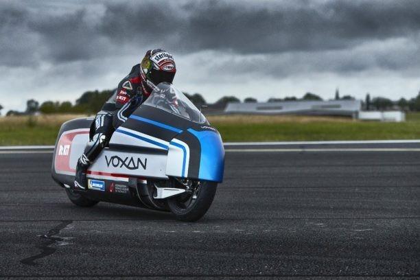 Moto elétrica quer ser a mais rápida do mundo com Max Biaggi, ex-MotoGP, no comando