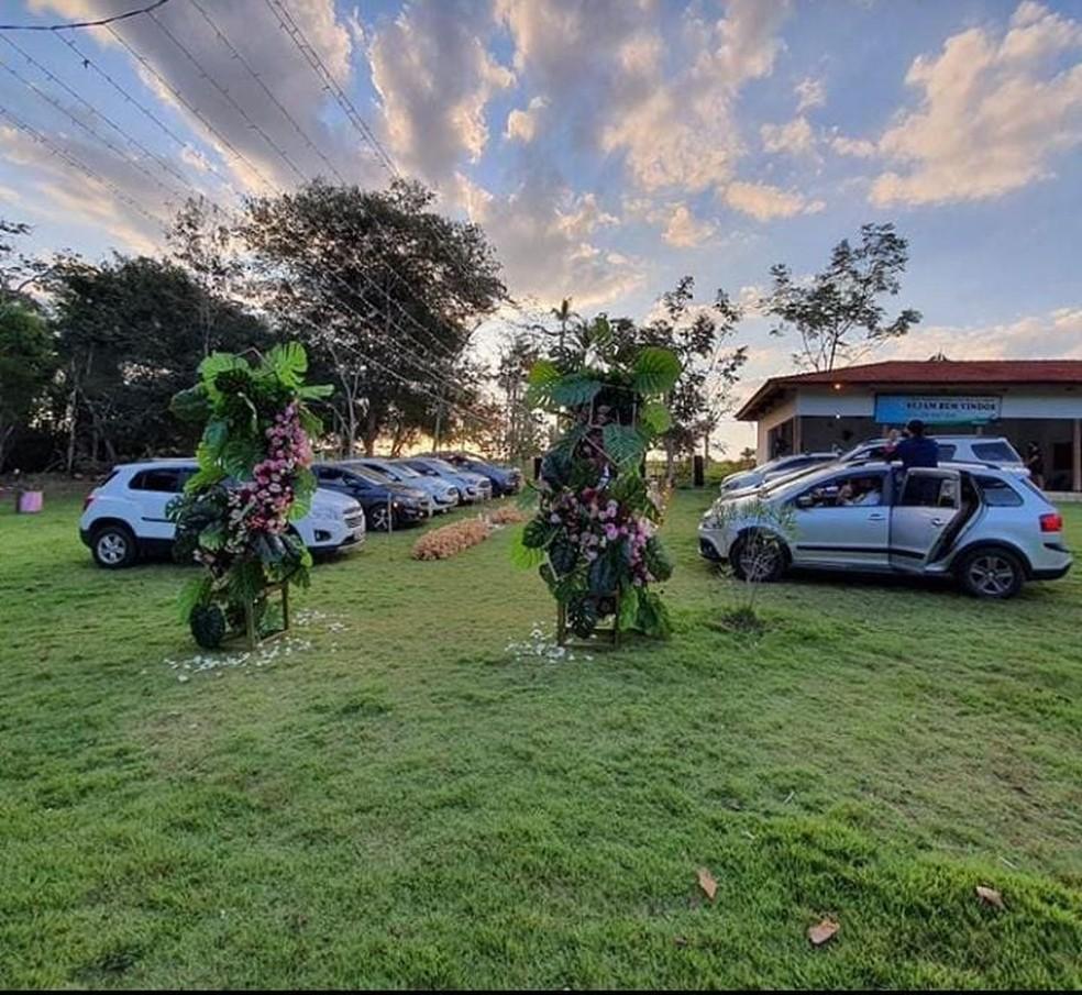 Casamento foi realizado no sistema drive-in — Foto: Balione Eventos/redes sociais