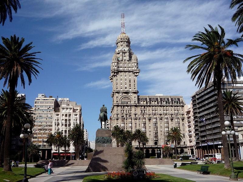 Plaza Independencia, em Montevidéu, capital do Uruguai (Foto: Fulviusbsas/Wikimedia Commons)