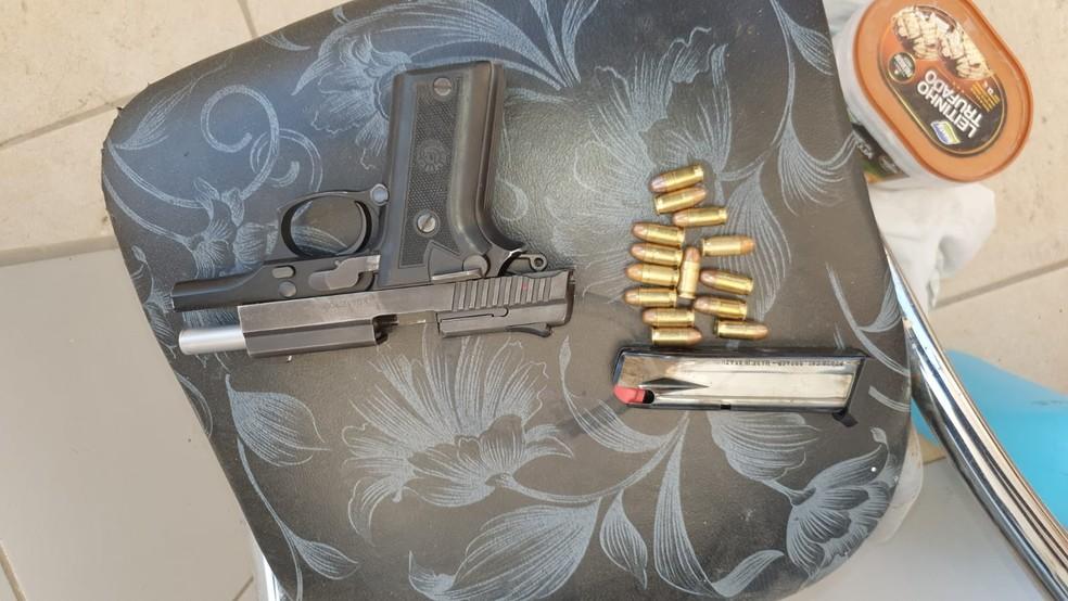 Arma usada por adolescente para matar o pai foi apreendida pela Polícia Civil, em Fortaleza. — Foto: Polícia Civil/ Divulgação