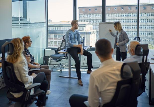 reunião, liderança, time, mulher, empresária, empresário, empreendedor, empreendedora, equipe, trabalho em equipe, reunião (Foto: Getty Images)