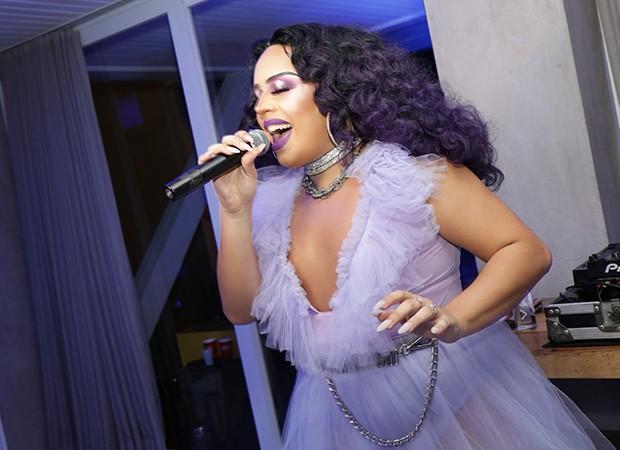 Gloria Groove faz um Pocket Show na Casa QUEM (Foto: Leo Lemos/ Ed. Globo)