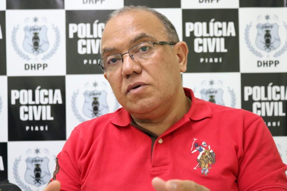 Delegado Baretta disse que o suspeito é de alta periculosidade .  — Foto: Foto: José Marcelo/ G1 PI