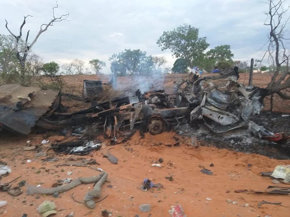 Caminhão explode e deixa três pessoas mortas no oeste da Bahia — Foto: Redes sociais