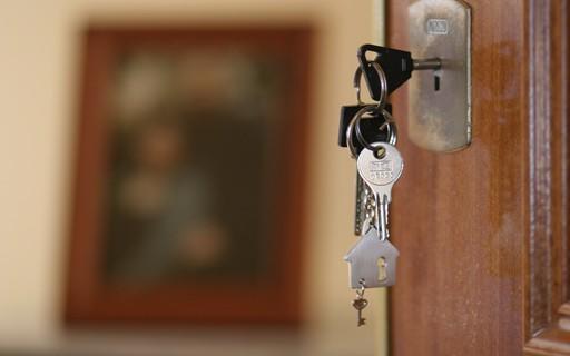 Férias: 12 dicas para viajar e deixar a casa em segurança