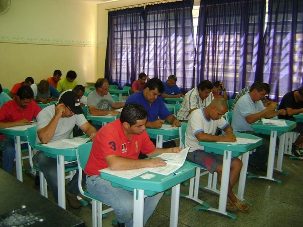 Candidatos durante prova de concurso em Araras (SP) (Foto: Divulgação/Prefeitura)