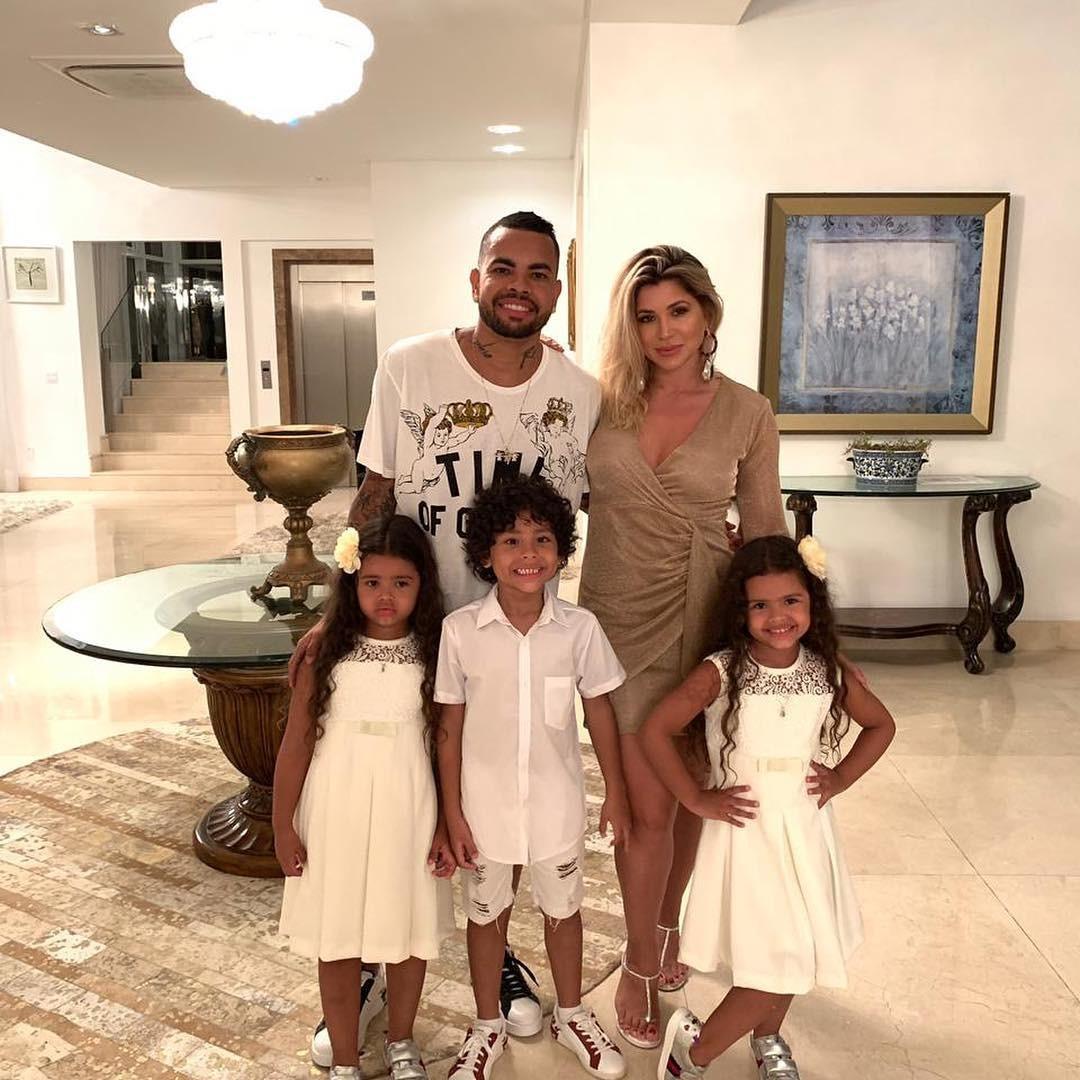 Dentinho e Dani Souza com filhos (Foto: Reprodução)