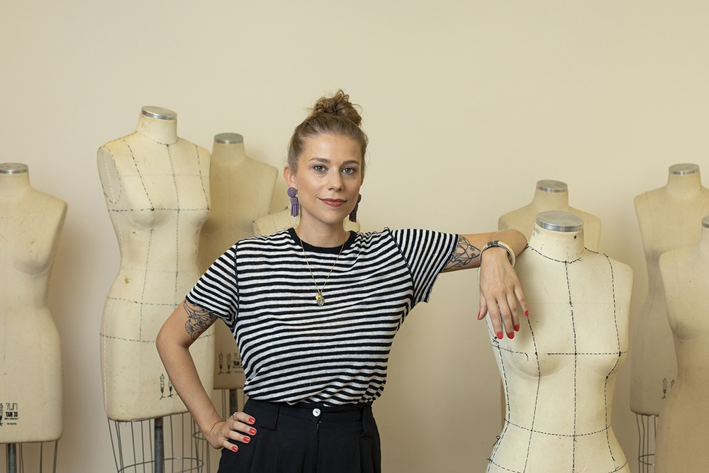 A estilista Eloisa Artuso, diretora educacional do Fashion Revolution Brasil (Foto: Marcus Steinmeyer)
