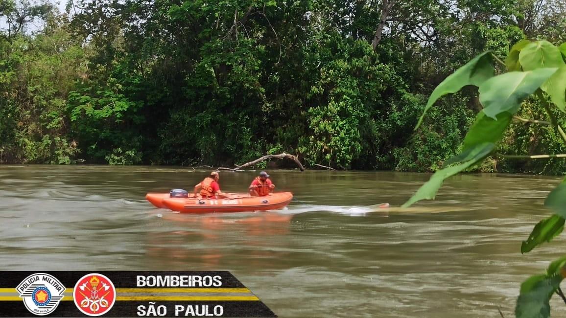 Bombeiros fazem buscas por homem de 65 anos que desapareceu no rio Paraíba