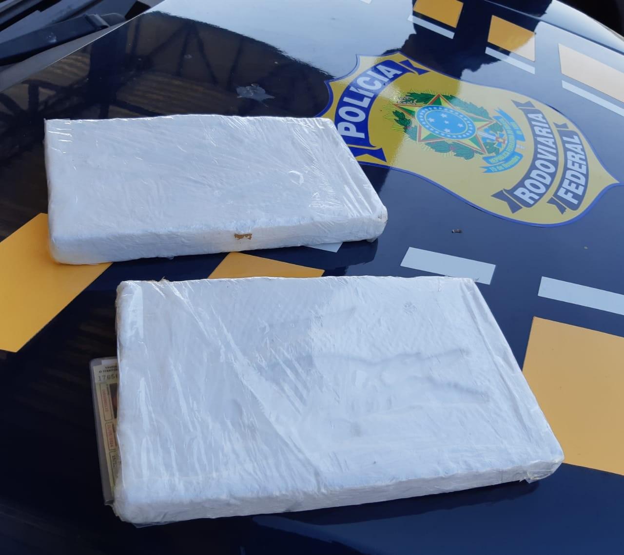 Dupla é presa com 2 quilos de cocaína em fiscalização da PRF na Grande Natal - Notícias - Plantão Diário