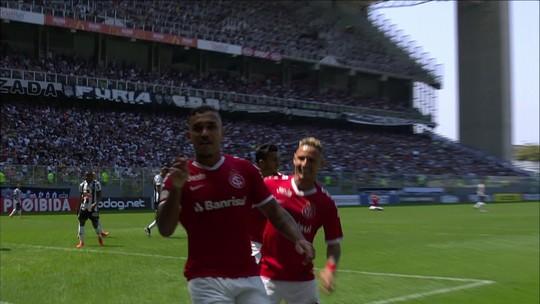 """Odair vê vitória madura contra o Atlético-MG e parabeniza grupo: """"Fortalece o trabalho"""""""
