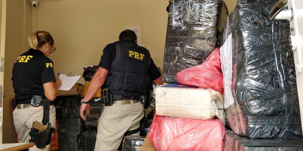 Motorista de caminhão é preso com 1 tonelada de maconha na BR-277, em Guarapuava - Notícias - Plantão Diário