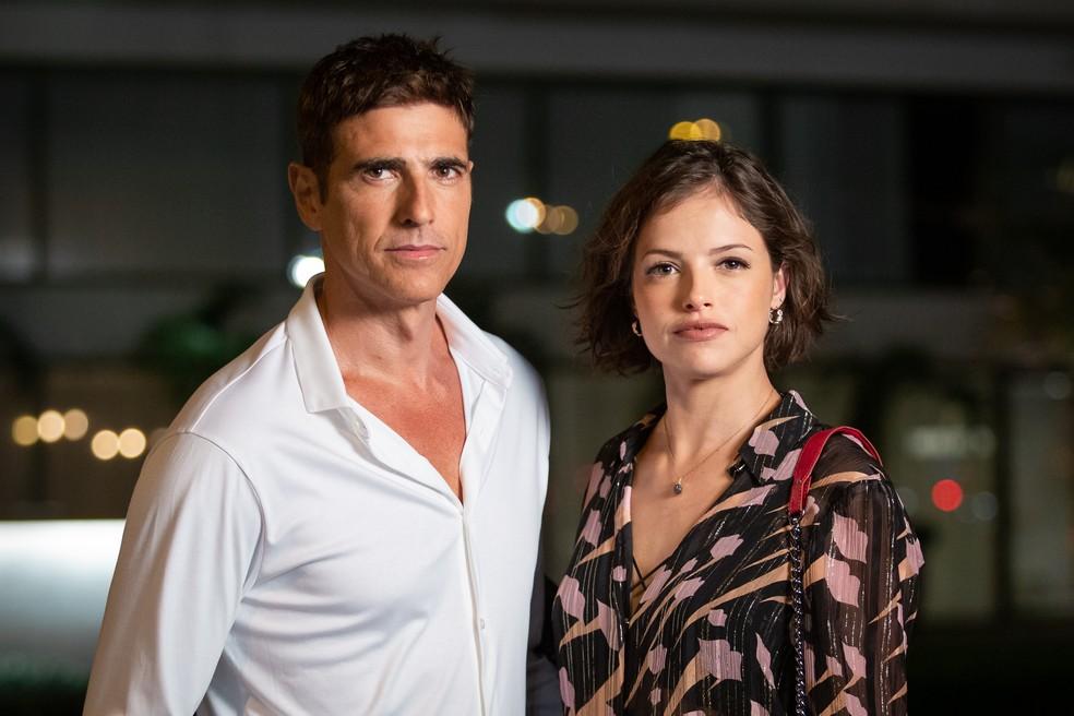 Agatha Moreira e Reynaldo Gianecchini são cúmplices em 'A Dona do Pedaço' — Foto: Fabiano Battaglin/Gshow