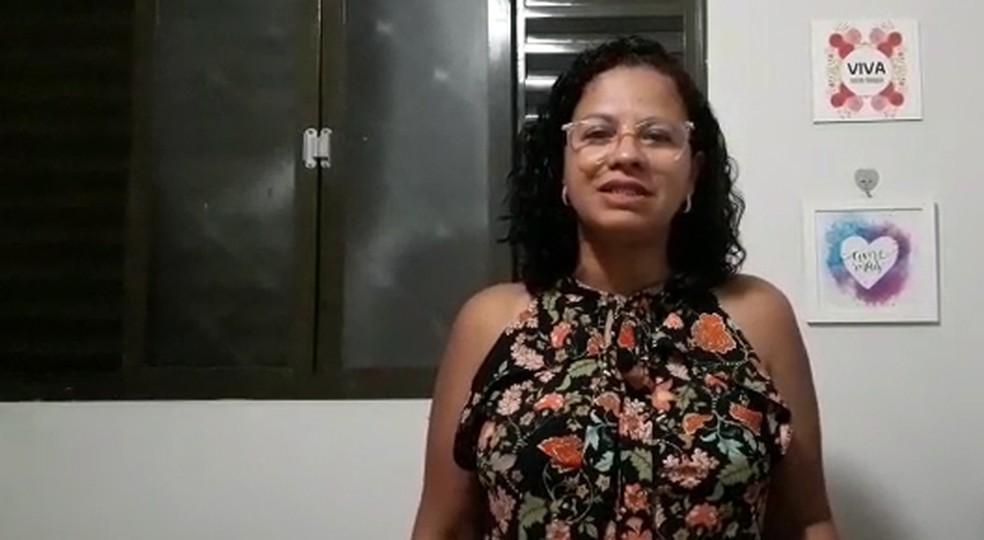 Rosa Magda, de 46 anos, comemora encerramento da vacinação em massa contra Covid-19 em Serrana (SP) — Foto: Rosa Magda/Acervo pessoal
