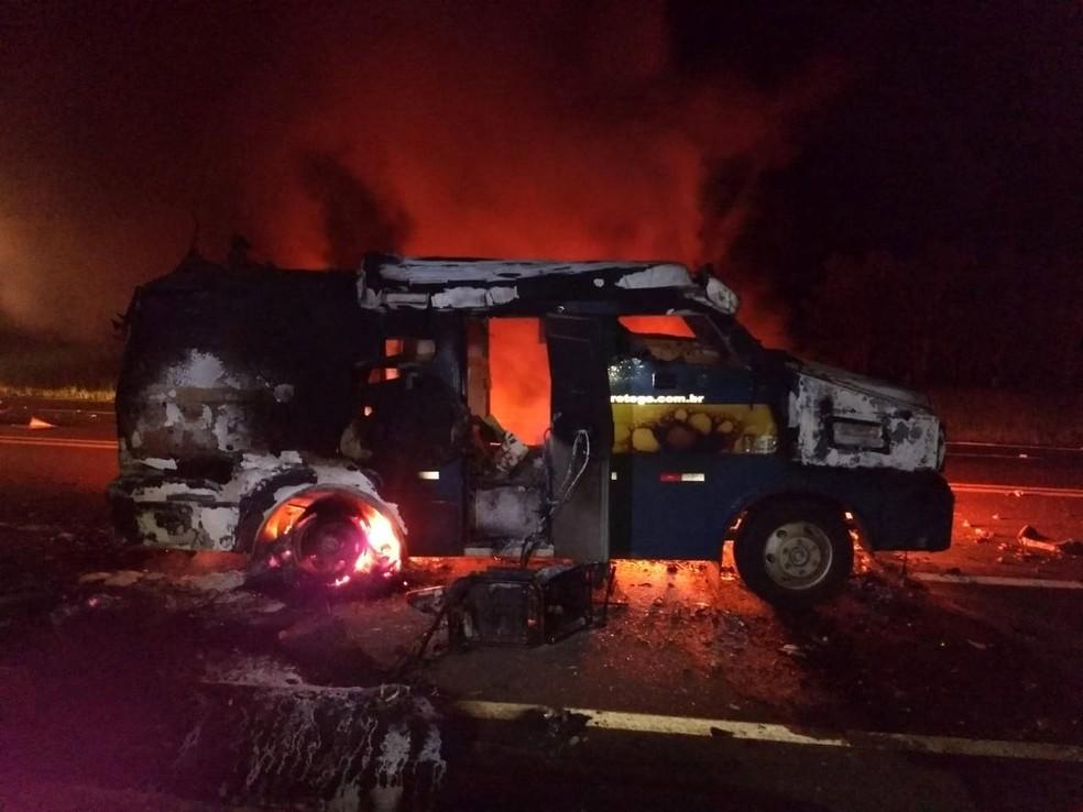Assaltantes explodem carro-forte em São Carlos — Foto: Arquivo pessoal