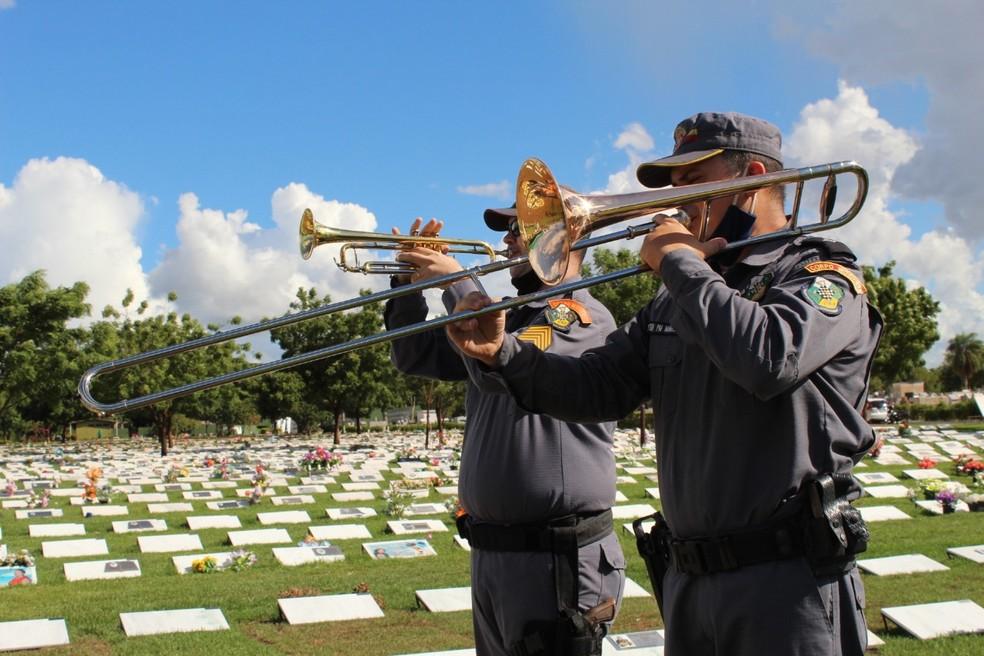 Frederico Campos recebeu homenagem durante enterro — Foto: Divulgação