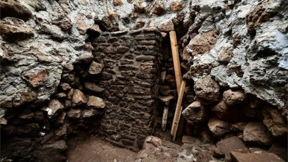 -  O novo templo foi descoberto após escaneamentos com radar na pirâmide de Teopanzolco  Foto: AFP