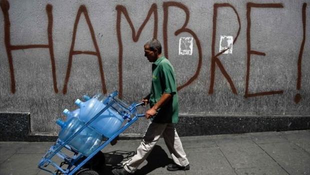 Governo afirma que medidas mudarão o cenário de hiperinflação (Foto: AFP via BBC)