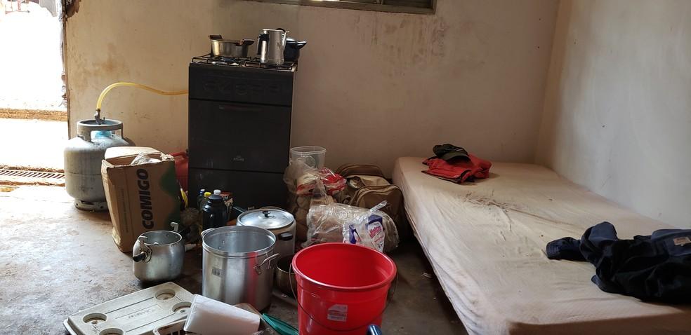 Alojamento onde os trabalhadores eram mantidos em Goiás — Foto: Divulgação/SRTb -GO