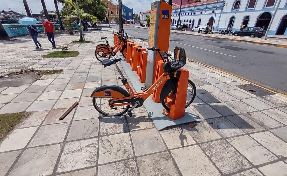 Bicicleta de aluguel foi alvo de vandalismo em Olinda— Foto: Secretaria de Segurança Urbana/Divulgação