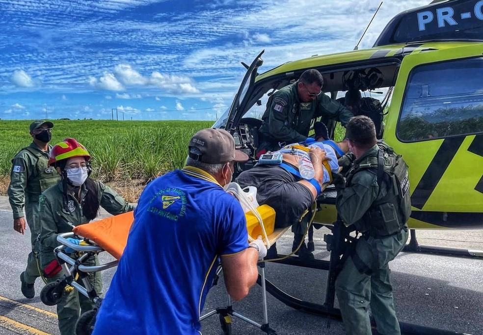 Resgate de vítima ferida em acidente na AL-101 Norte — Foto: Divulgação/Corpo de Bombeiros de Alagoas