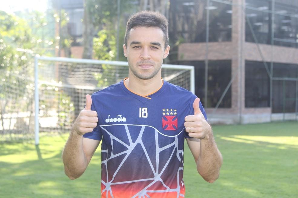 Lenon é a cara nova no time vascaíno (Foto: Paulo Fernandes/Vasco)