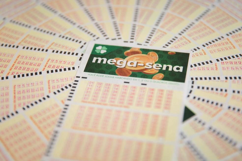 Aposta única da Mega-Sena custa R$ 3,50 e apostas podem ser feitas até às 19h — Foto: Marcelo Brandt/G1