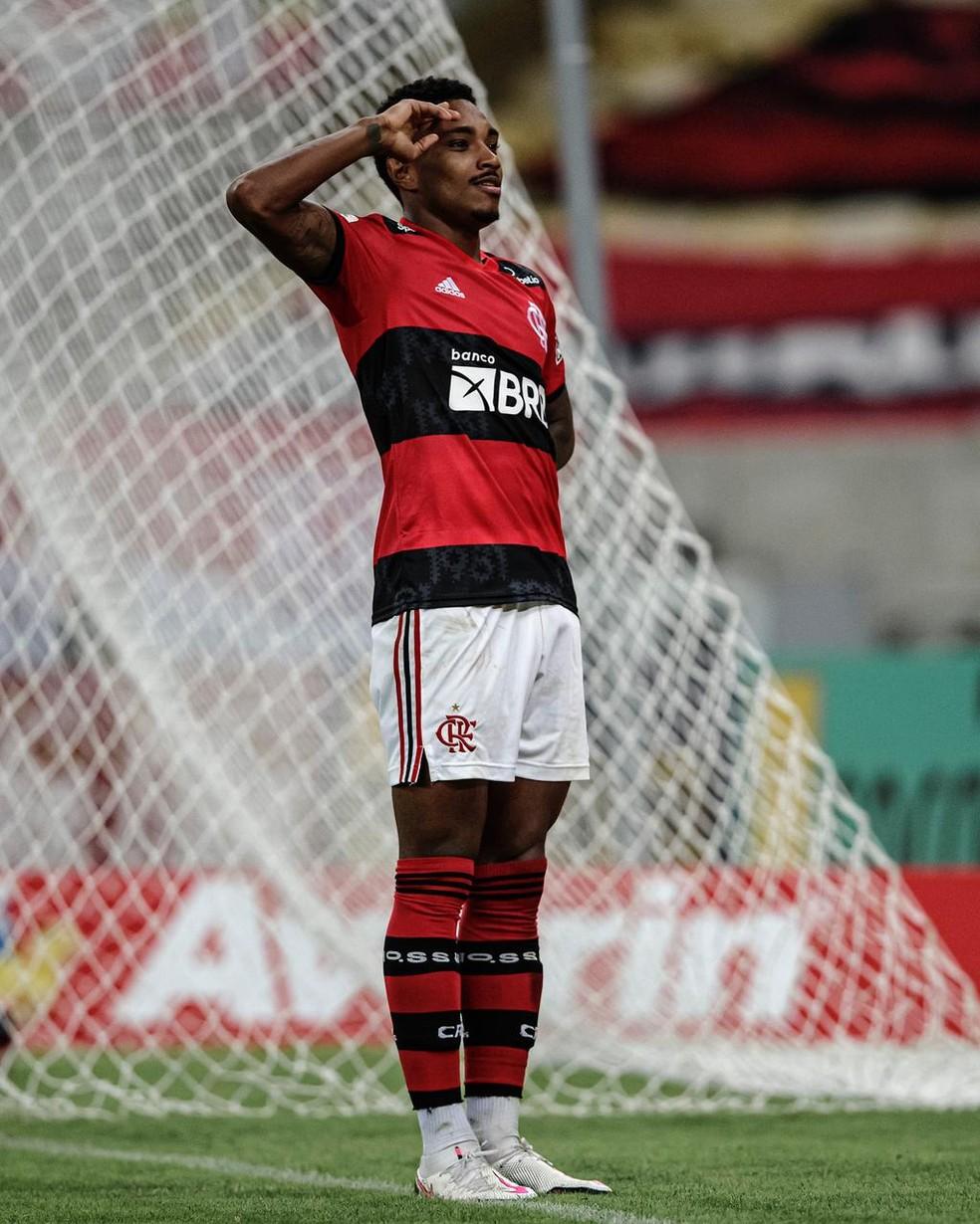 Brilho de Vitinho e Michael reflete estratégia de sucesso do Flamengo