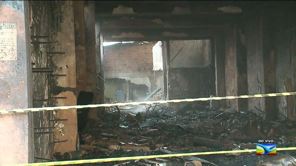 Causa do incndio ainda na foi identificada na loja de fogos de artifcio em So Lus Foto ReproduoTV Mirante