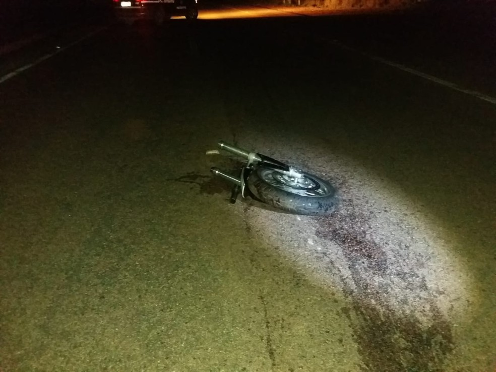 Médico neurocirurgião que pilotava motocicleta atropelou em vaca e morreu em Cuiabá (Foto: Deletran)