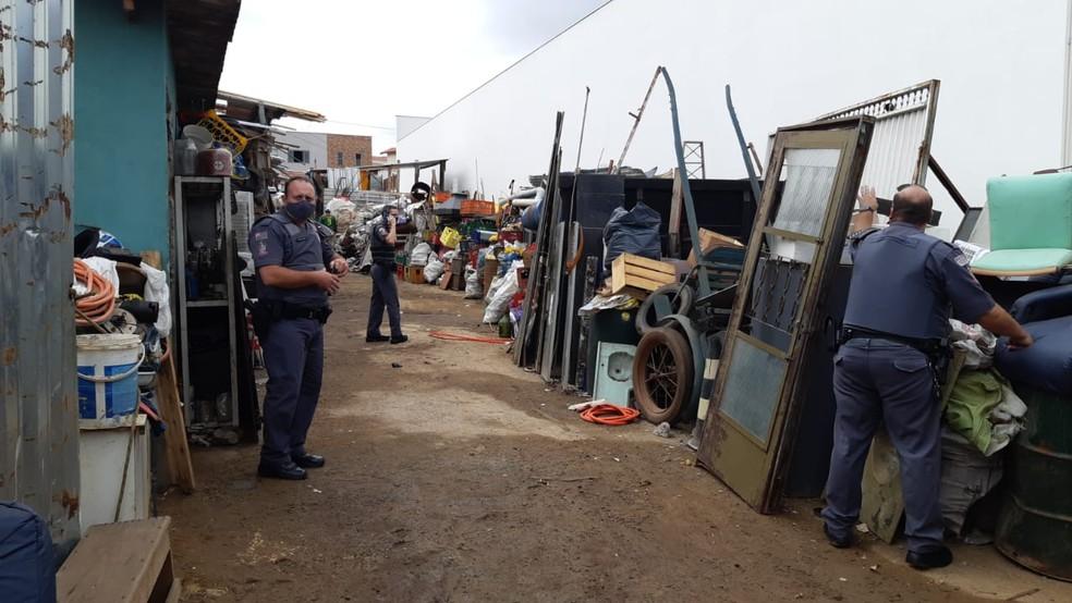 Operação conjunta fiscaliza ferros-velhos em Piracicaba — Foto: Edijan Del Santo/EPTV