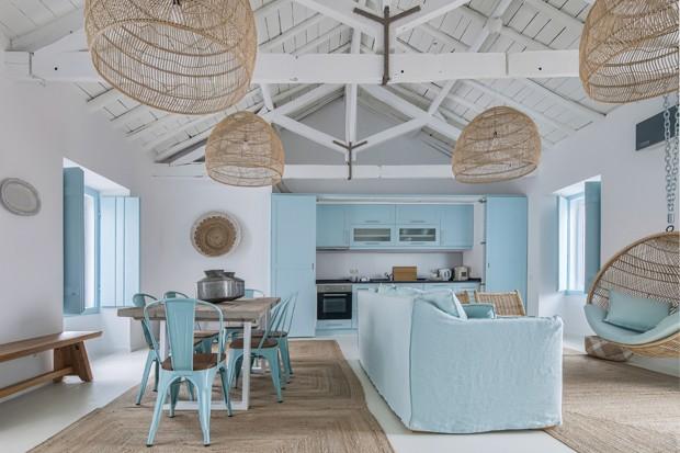 Casa em Portugal com decoração azul e branca