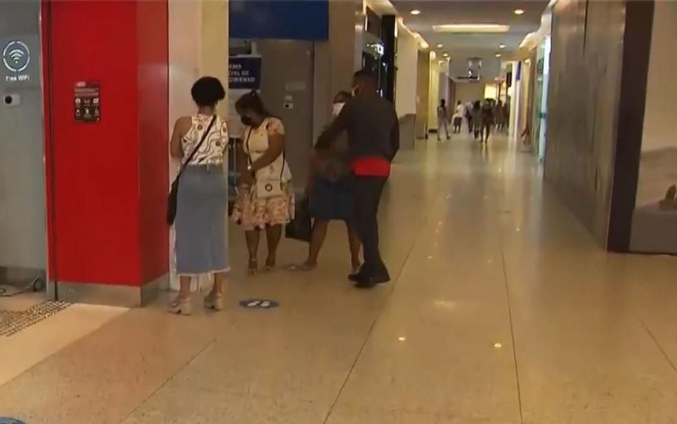 Shoppings de Salvador voltaram a funcionar na segunda fase de reabertura do comércio no mês de julho — Foto: Reprodução/TV Bahia