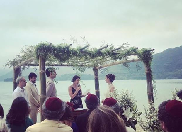 Casamento de Priscila Steinman e Vinícius Coimbra é celebrado em praia de Paraty (Foto: Reprodução/Instagram)