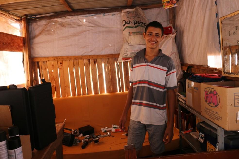 Garoto sonha em ser um profissional da área de tecnologia. — Foto: Site Região News