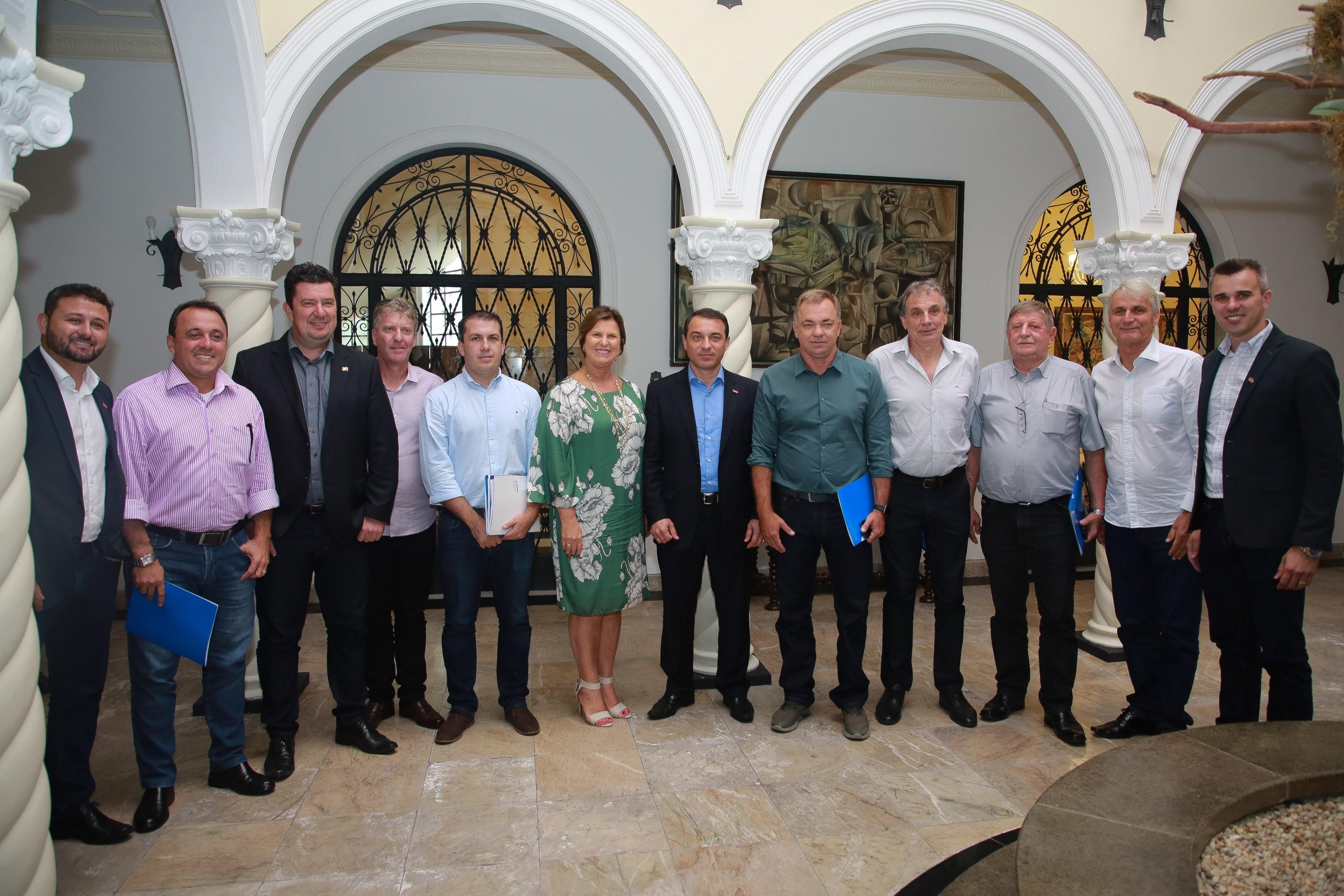 Reunião entre governador e prefeitos discute proposta para transporte público integrado da Grande Florianópolis