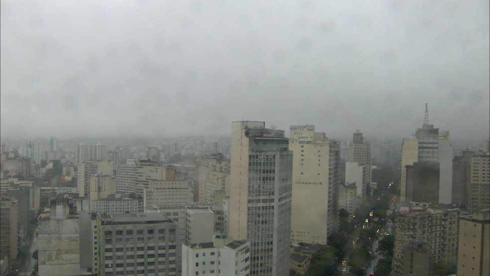Céu de Belo Horizonte na manhã de sexta-feira (24)  — Foto: Reprodução/TV Globo