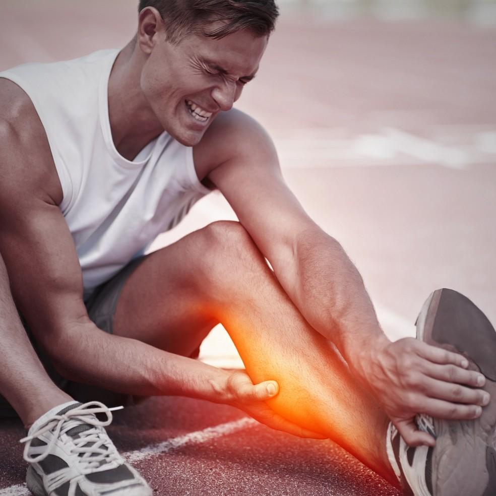 Cãibra ocorre em praticantes de esporte que estão em desequilírio hidro-eletrolítico (Foto: iStock photos)