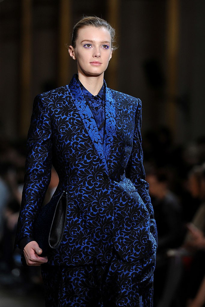 Rímel colorido na maquiagem do desfile Stella McCartney Fall 2012 (Foto: Getty)
