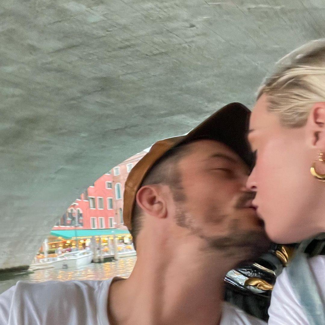 Kate Perry e Orlando Bloom compartilharam fotos da viagem romântica nas redes sociais (Foto: Reprodução/Instagram)