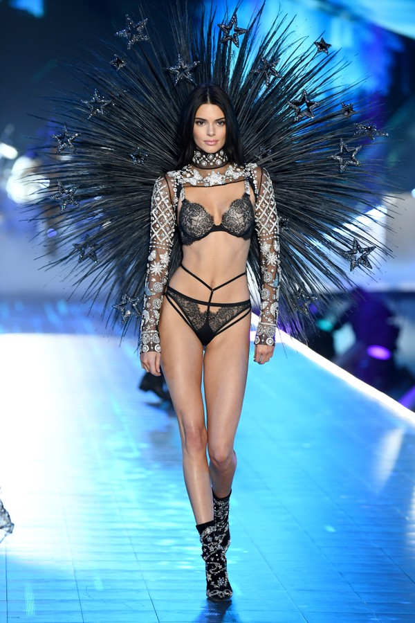 Kendall Jenner no Victoria's Secret Fashion Show (Foto: Getty Images)