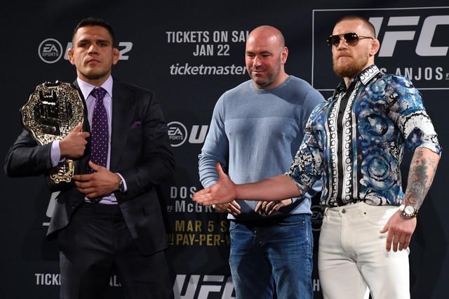 Rafael dos Anjos e Conor McGregor coletiva UFC 197 (Foto: Getty Images)