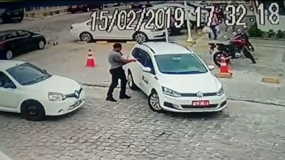Homem atirou contra taxista durante briga de trânsito, no bairro do Bessa, em João Pessoa — Foto: TV Cabo Branco/Reprodução