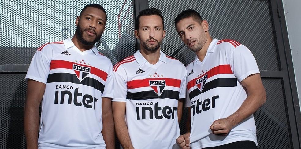 Jucilei, Nenê e Diego Souza com a camisa 1 do São Paulo (Foto: Reprodução)