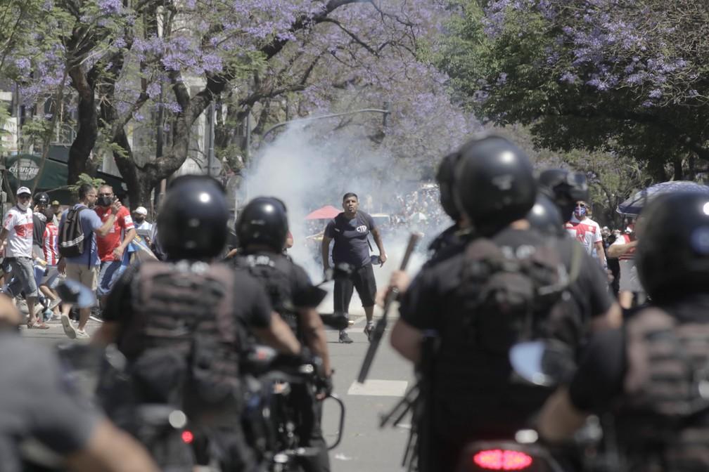 Conflito entre polícia e fãs de Maradona em Buenos Aires — Foto: Getty Images