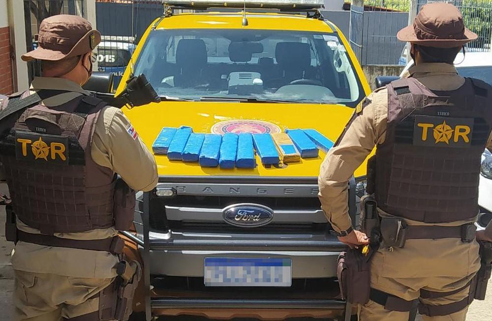 Jovem que transportava em ônibus drogas de SP para Livramento é detida na BR-030, em Brumado