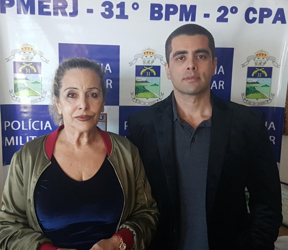 Médico e mãe após prisão (Foto: Reprodução/PMERJ)
