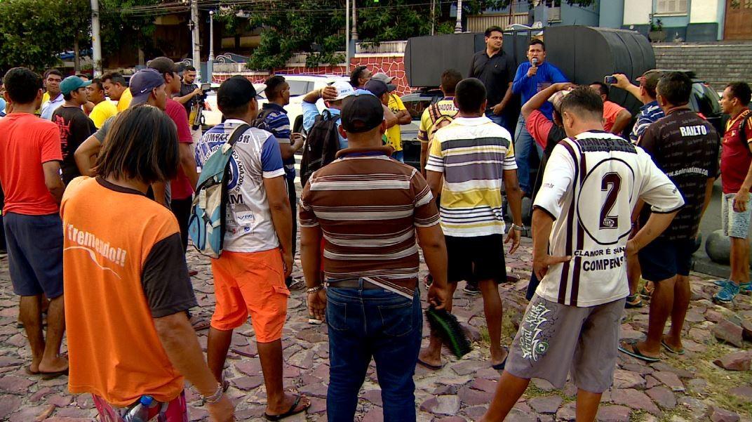 Flanelinhas protestam e pedem contratação de mais guardadores no Zona Azul, em Manaus