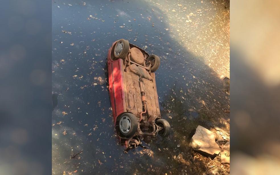 Três jovens e três adolescentes morrem após carro cair de ponte, em Luziânia, Goiás — Foto: Reprodução/TV Anhanguera